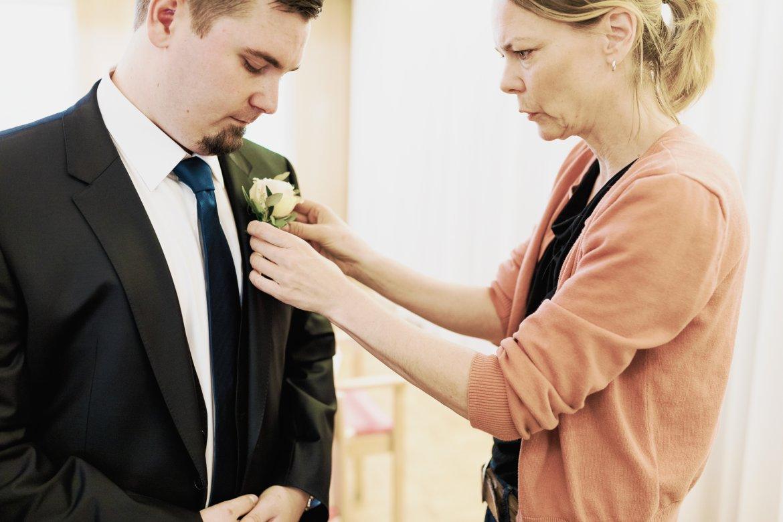 Kristina / Syster Blom gör min make fin med corsage